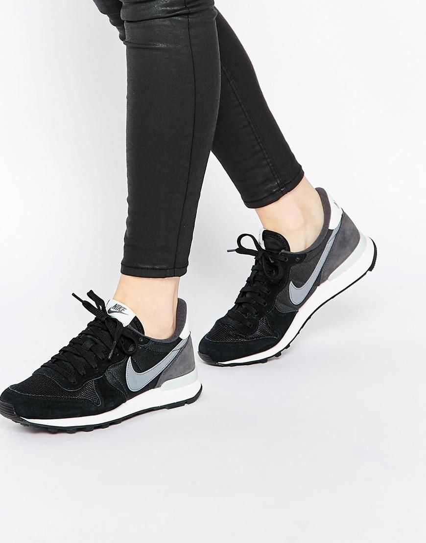 nike internationalist trainers in black and grey