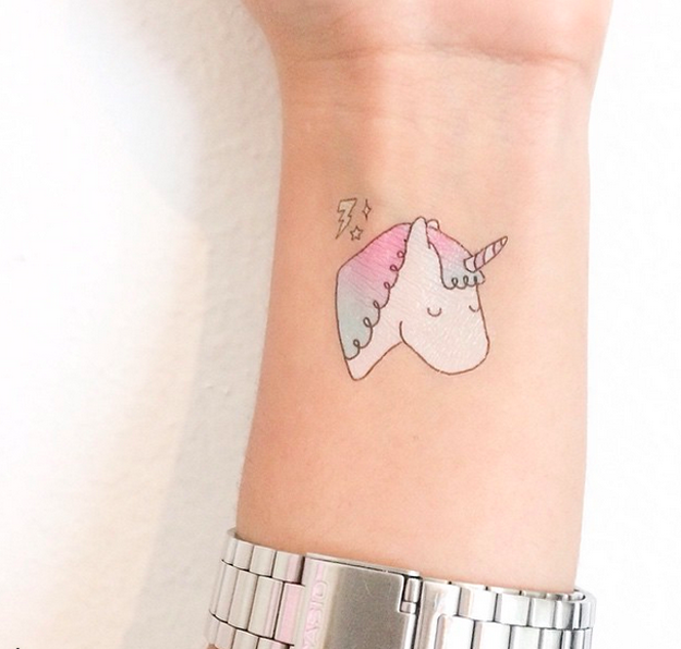 Pónganse Tatuajes Temporales Que No Se Harían En La Vida Real