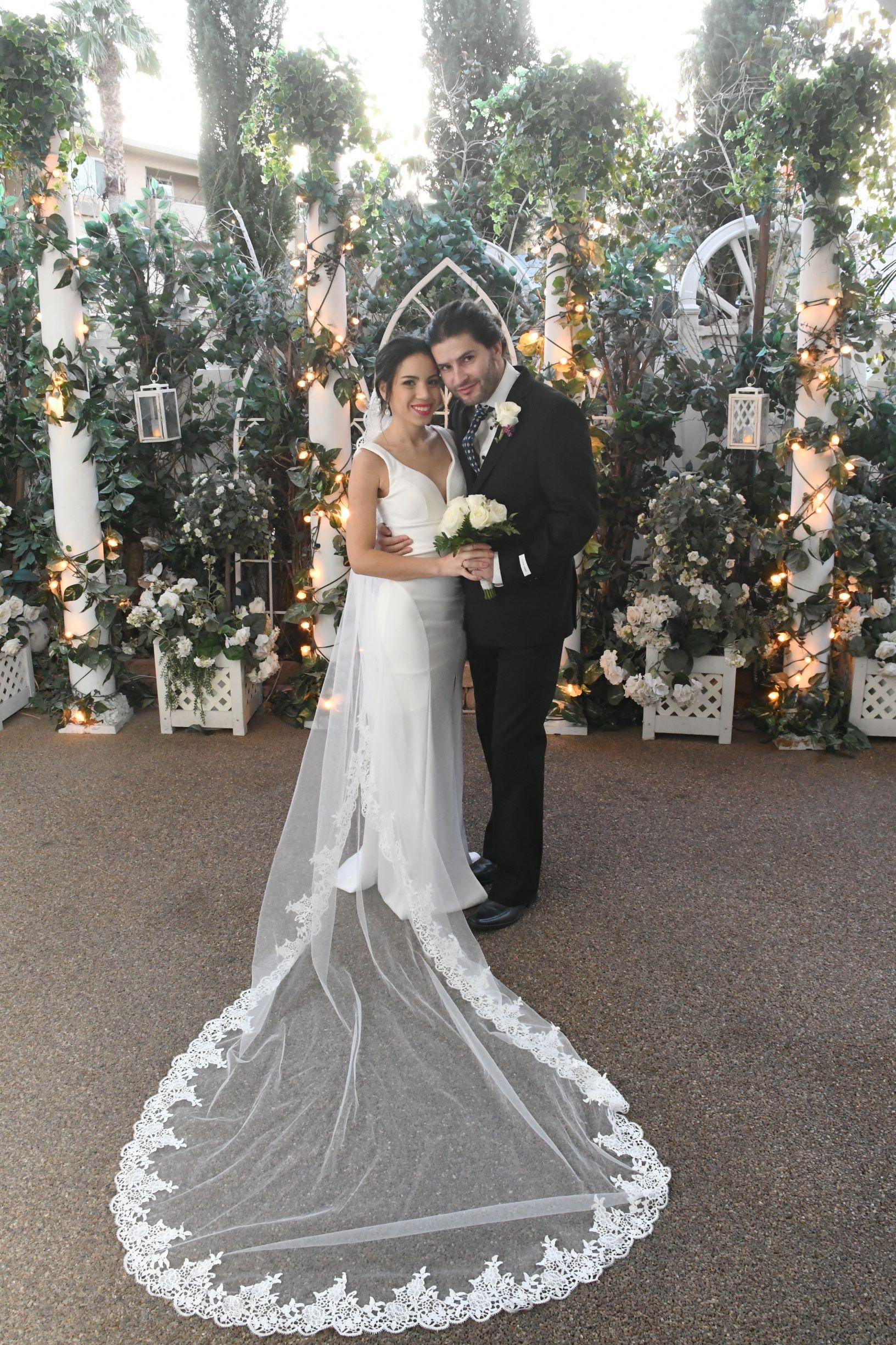 Garden Wedding in 2020 Vegas bride, Elvis wedding, Las