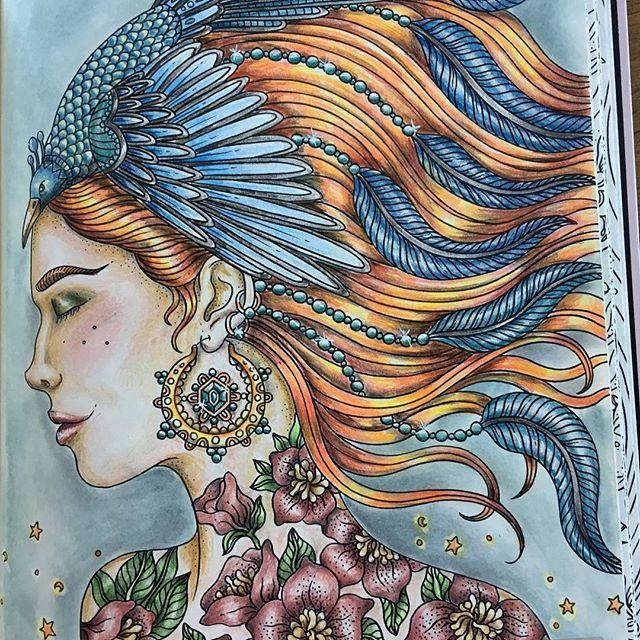 #sommarnatt #summernight #hannakarlzon #fabercastellpolychromos #panpastel #posca #adultcoloring #adultcoloringbook #målarbokförvuxna #målarböckerförvuxna #mindfulness
