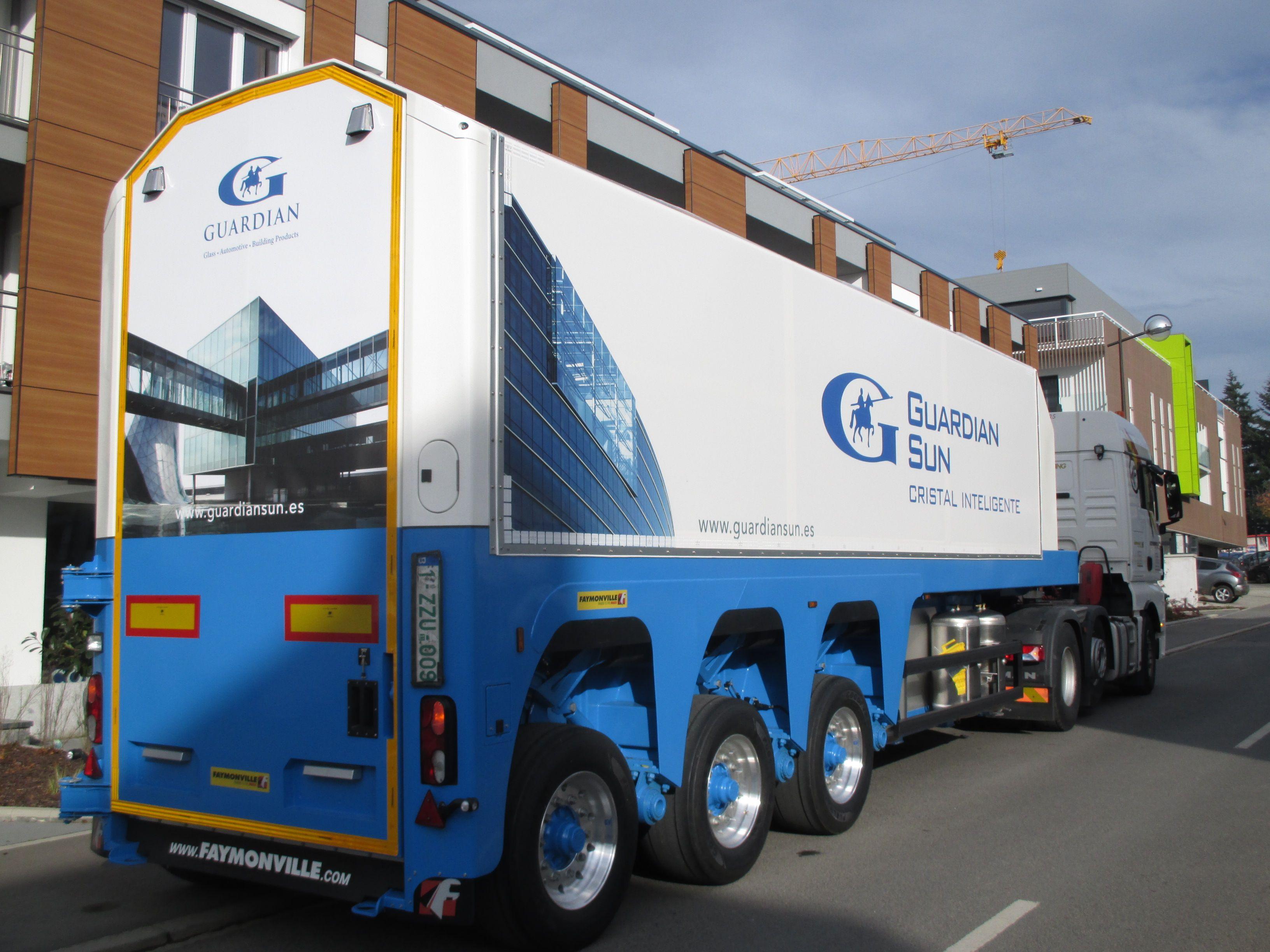 Der Faymonville FloatMAX ist ein  Innenlader für den Transport von Glas.
