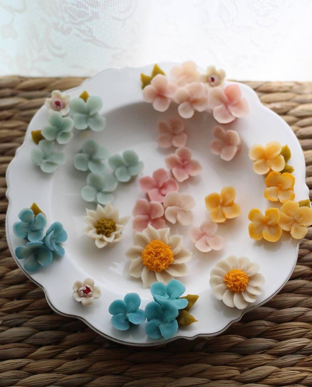 수업 후  수국 짜기^^ #대구플라워케이크 #대구꽃배움반 #대구앙금플라워 #대구앙금꽃배움반 #대구앙금플라워떡케이크 #플라워케이크 #flower #flowers #flowercake #작약 #beanflower #atelierryeo #떡케이크 #대구플라워케익 #캐논100d #캐논사진 #홍화 #앙금플라워떡케이크 #양귀비 #앙금레이스 #フラワーケーキ #花蛋糕 #대구앙금오브제 #naturalpowder #앙금도일리레이스 #2단케이크 #koreacake #koreaflowercake #와라타 #앙금오브제