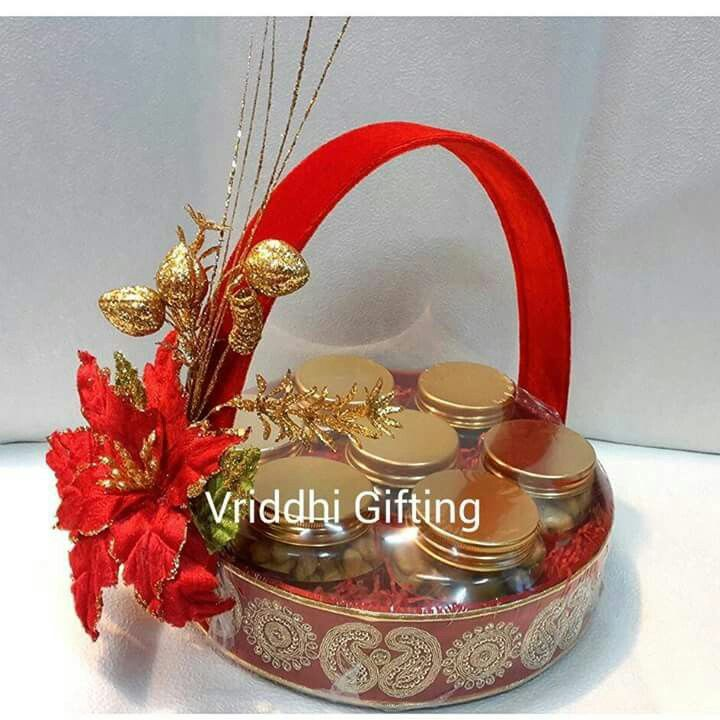 Indian Wedding Tray Decoration: Indian Wedding Trousseau Gift Packing.