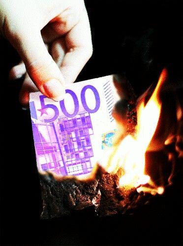 Verbrennen Sie weiterhin Ih Geld oder legen Sie jetzt in #Gold an. Sie haben die Wahl. 20.pim.ag freut sich auf Sie. #Aachen #Oberhausen #Dortmund #Düsseldorf #Köln #Remscheid #Solingen #Schweiz #Wuppertal #Deutschland #Bremen #Hamburg #Berlin #Leverkusen #Frankfurt #München #Motivation #geldanlegen #Geld #EZB #Euskirchen #eurokrise #Eupen #Finanzkrise #goldkauf #PIM #pimgold