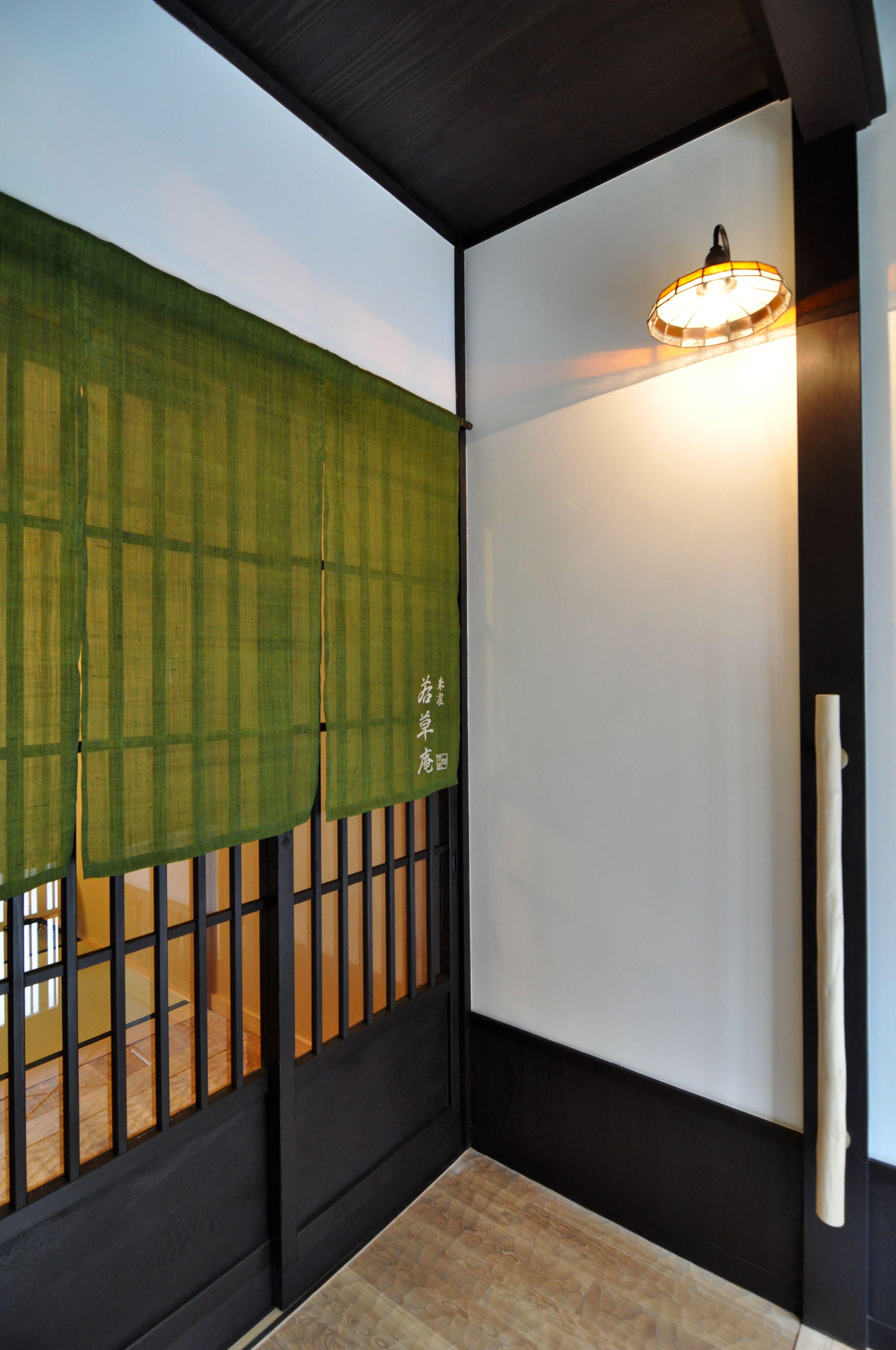 京都の伝統家屋 町家の貸切の宿 朱雀若草庵 玄関 Kyoyadoya Japan