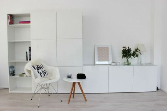 meuble besta ikea un syst me de rangement modulable fauteuil blanc deco mur et table basse. Black Bedroom Furniture Sets. Home Design Ideas