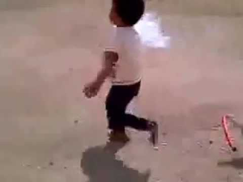 Kid Running Funny Meme : Get him boys humor funny lol comedy chiste fun chistes