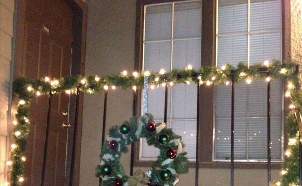33 Inspiring Christmas Apartment Balcony Decor Ideas You Fresh Christmas Light Apartm Christmas Decorations Apartment Christmas Apartment Christmas Lights