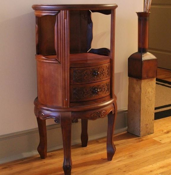 Best Antique Carved Wood Table End Elegant Round Accent 400 x 300