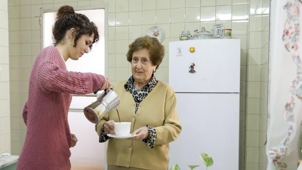 Todos ganan: Estudiantes universitarios que conviven con personas mayores #colegioAndévalo #Sevilla #ColegioBilingüe