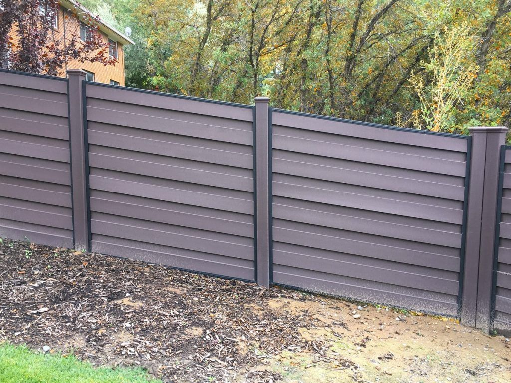 Adjusting A Trex Horizons Fence To Follow A Slope Is Easy Horizontalfence Fence Design Trex Fencing Modern House