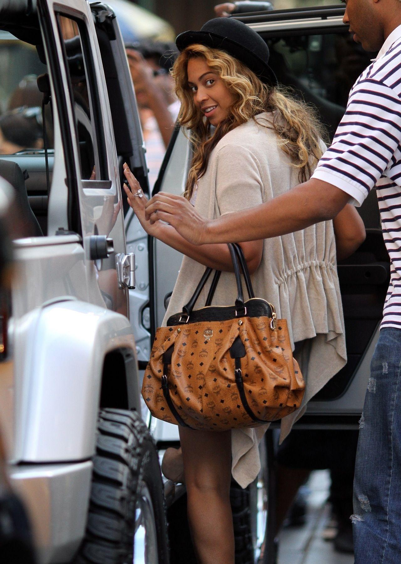 2ea263448040 Beyonce Queen B Beyonce