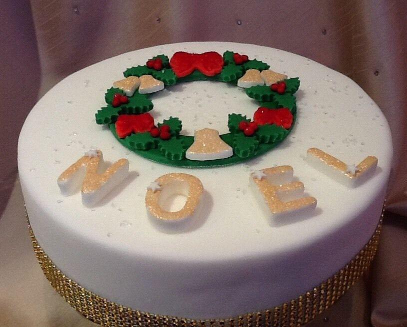 Handmade Edible Icing Christmas Wreath Cake Topper