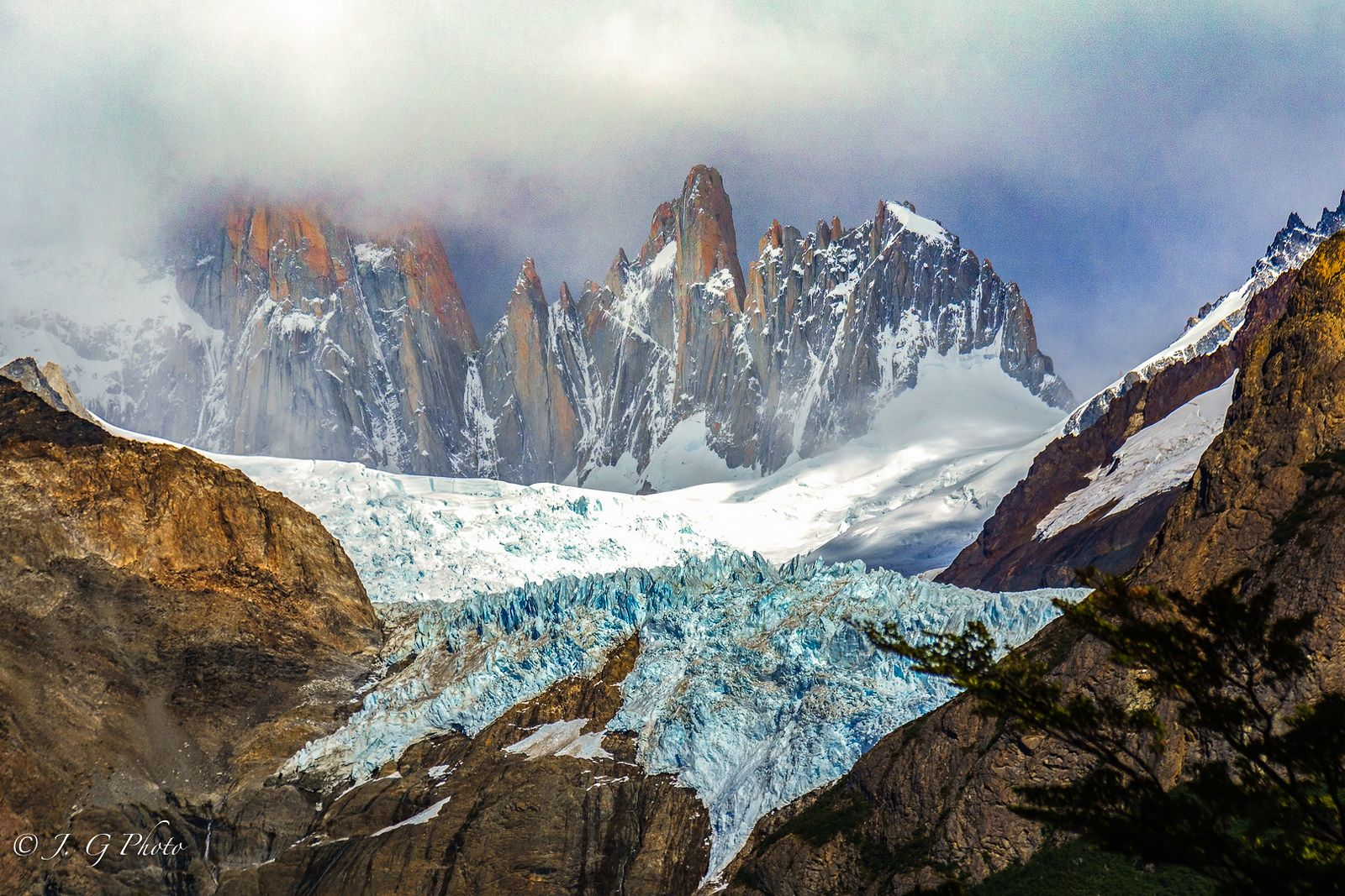 Landscape Photo of the Day – Piedra Blancas Glacier, Patagonia by Jin Gong  On a daily basis we scout the wonderful world of internet to discover and share with you some of the most outstanding landscape images from around the world. Let us do the leg work, you simply relax and enjoy the ride with us. Follow us and admire all these wonderful locations, never miss a... https://f11news.com/07/07/2017/landscape-photo-of-the-day-piedra-blancas-glacier-patagonia-by-jin-gong
