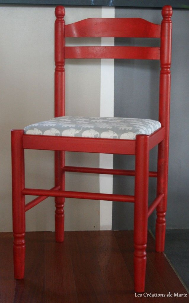 Chaise en paille repeinte en rouge deco en couleur rouge pinterest decoration and house - Relooker une chaise en bois ...