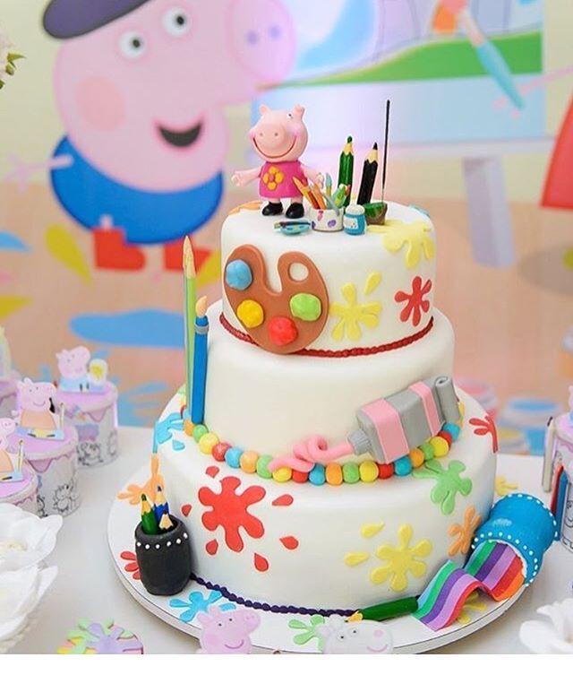 Olha que lindo esse bolo com o tema Peppa Pig pintando o 3! Repost @georgiafestas ! #peppapig #cakedesigner #bolodecorado #ideas #inspiraçao #cake #instaparty #partyideas #cafedigital