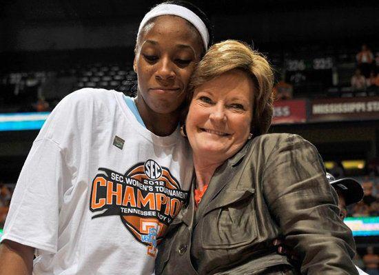 Pat Summitt Gets Presidential Medal Of Freedom After Retiring Pat Summitt Tennessee Football College Basketball Teams