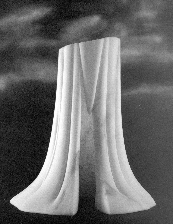 Nel mio interno 1997, marmo bianco, Maki Nakamura http://musapietrasanta.it/content.php?menu=artisti