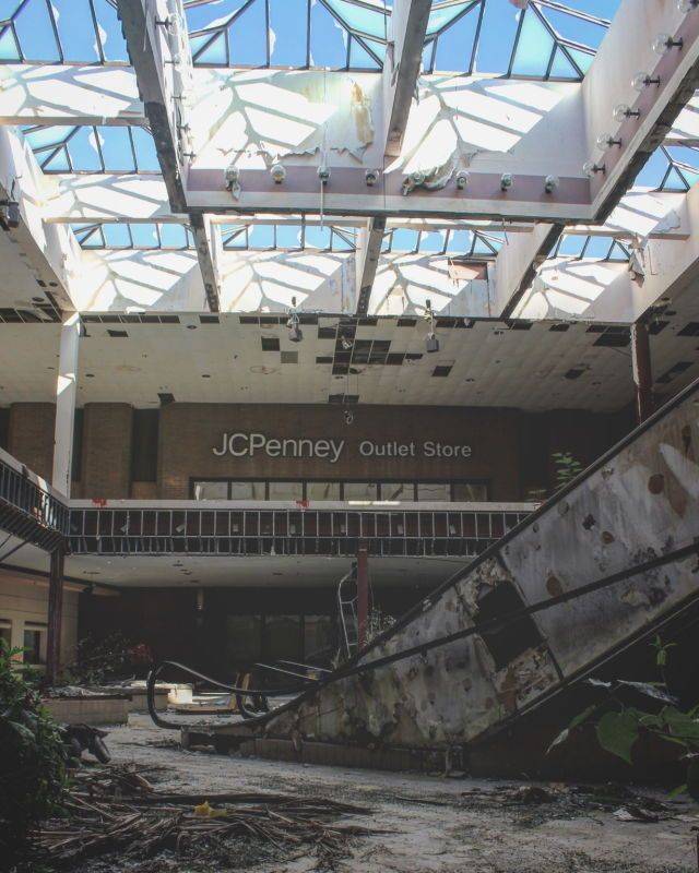 Rolling Acres - Akron, Ohio's Dead Mall