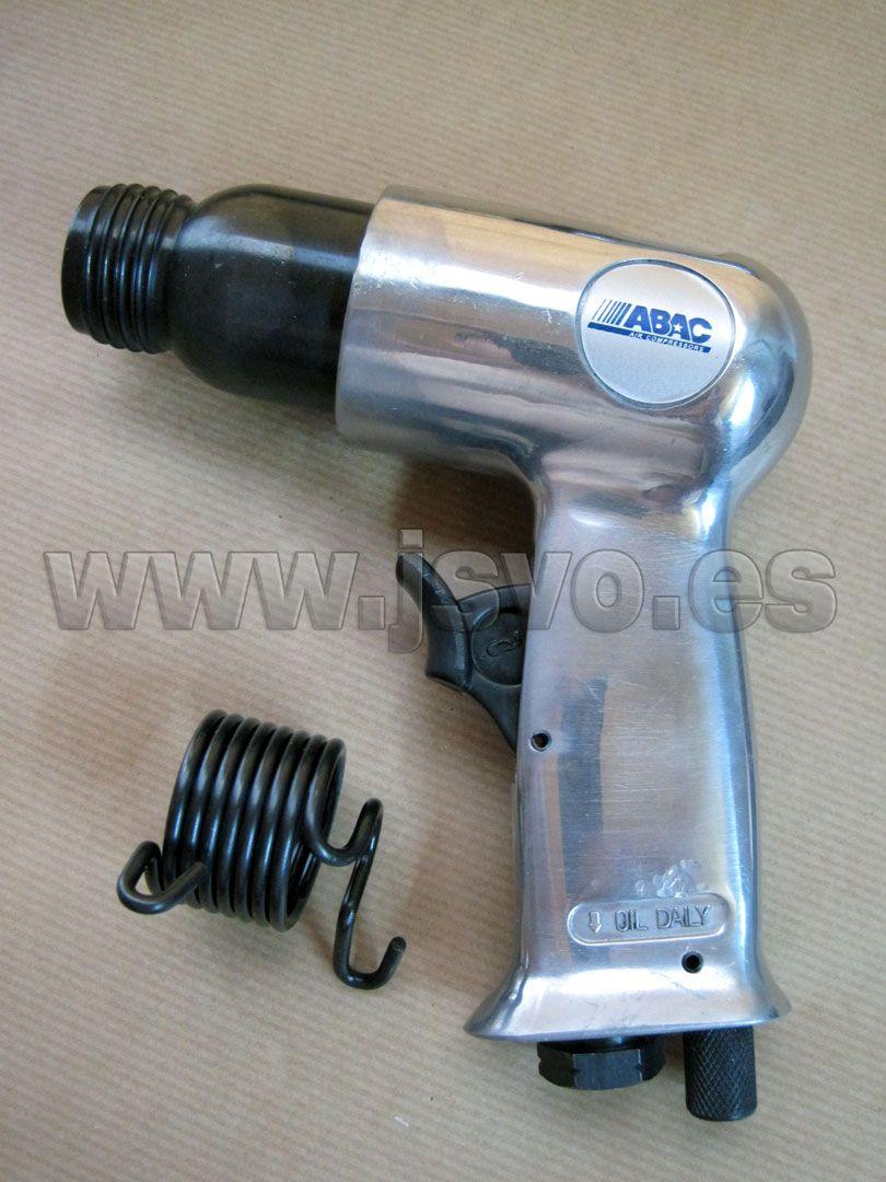 Martillo cincelador neumático ABAC • Consumo de aire: 130 l/min • Presion máx.: 6 bar (87 psi) • Impactos por minuto: 4500 • Incluye juego de 4 buriles y muelle • Mod.: 8973005872 www.jsvo.es