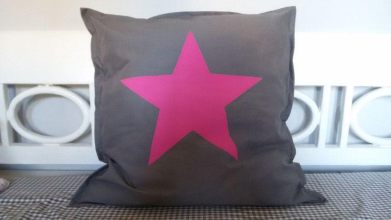 * s t a r s * Kissenhülle pink 50 x 50 cm von Unkenbande auf DaWanda.com