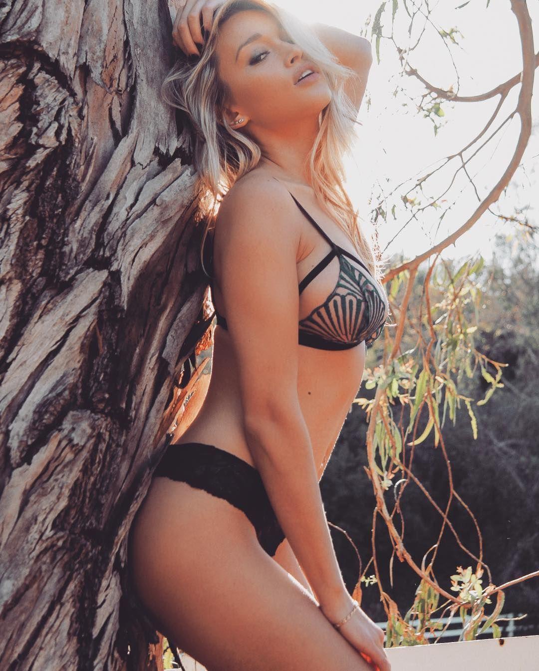 Karolina Witkowska Nude Photos 18