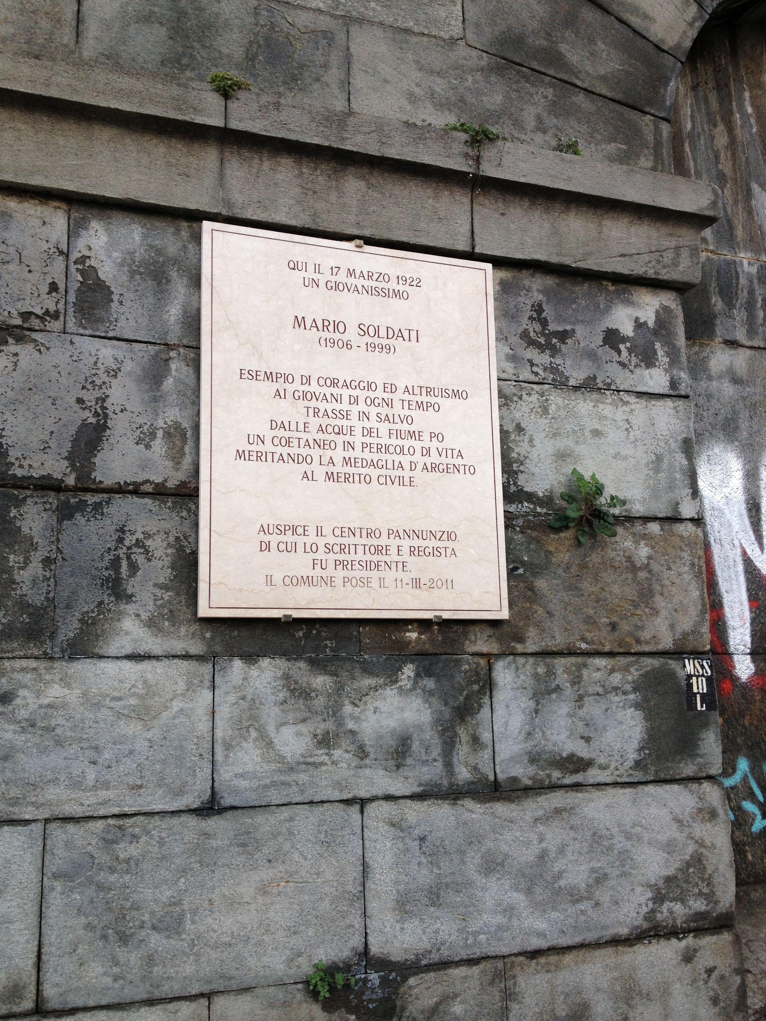 Mario Soldati (trasse in salvo dalle acque del Po un coetaneo in pericolo di vita) - Murazzi, Torino