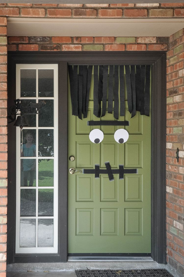 20 Easy (And Cheap!) DIY Outdoor Halloween Decoration Ideas - Front Door Halloween Decorations