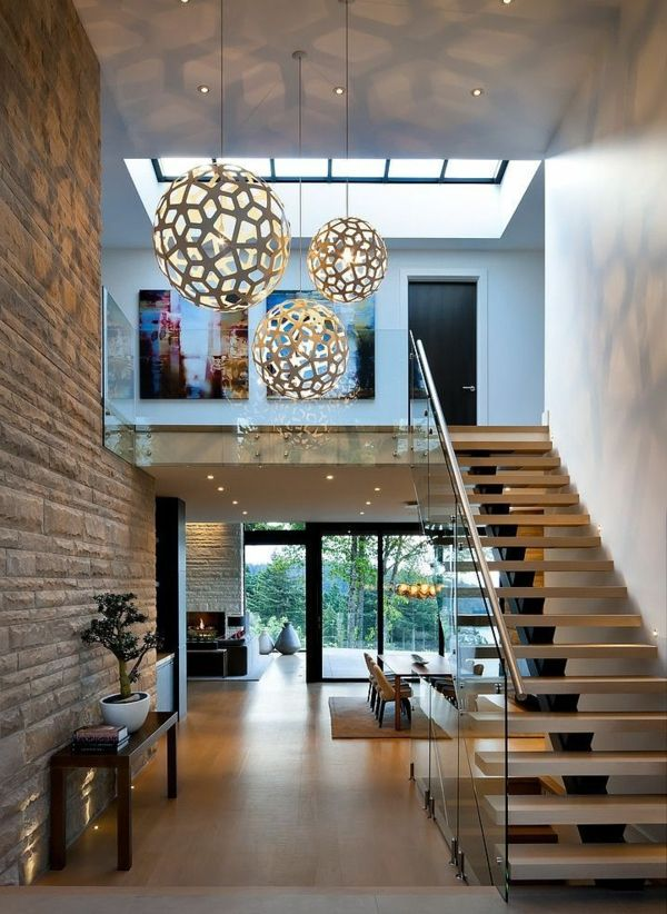 Escalier pour mezzanine intérieur à haut plafond