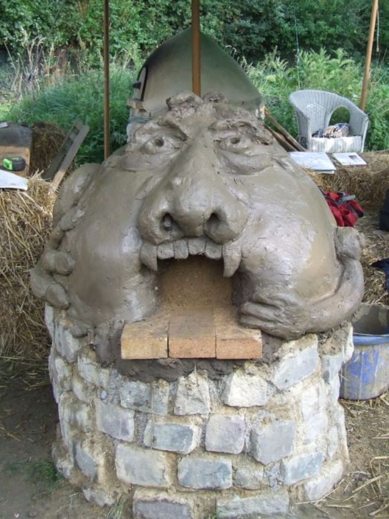 monster oven built by cobbers on our 1 day pizza oven course here
