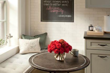 cozinha-rustica-banco-janela