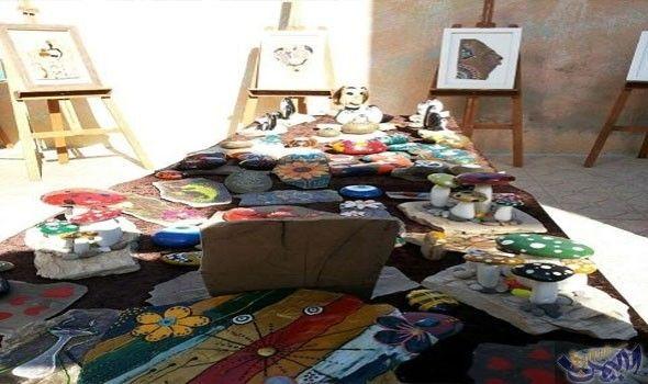 فنانة كردية تقيم معرض ا للرسم على الصخر في إيلام Kotatsu Table Home Decor Decor