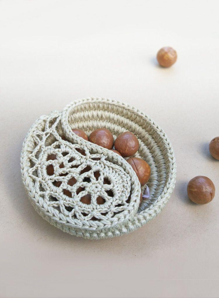4 Yin Yang Dish Pattern A Cute Little Catch All Crochet Wedding GiftsCrochet