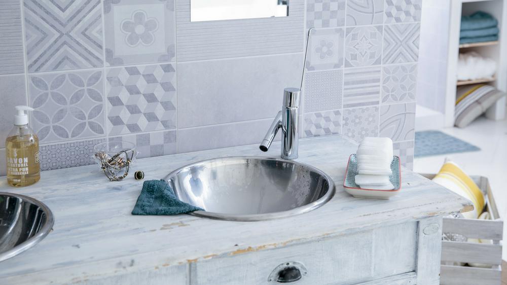 Des Lambris PVC Dans La Salle De Bains M Pinterest Lambris - Pose lambris pvc salle de bain