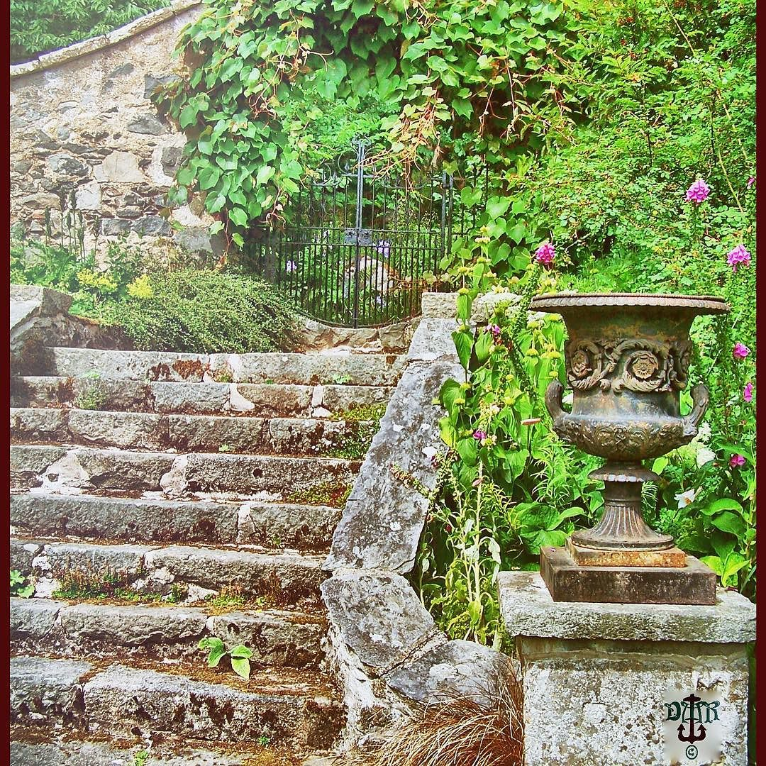 #leithhall #huntly #steps #urn #gate #visitscotland Photos from my travels