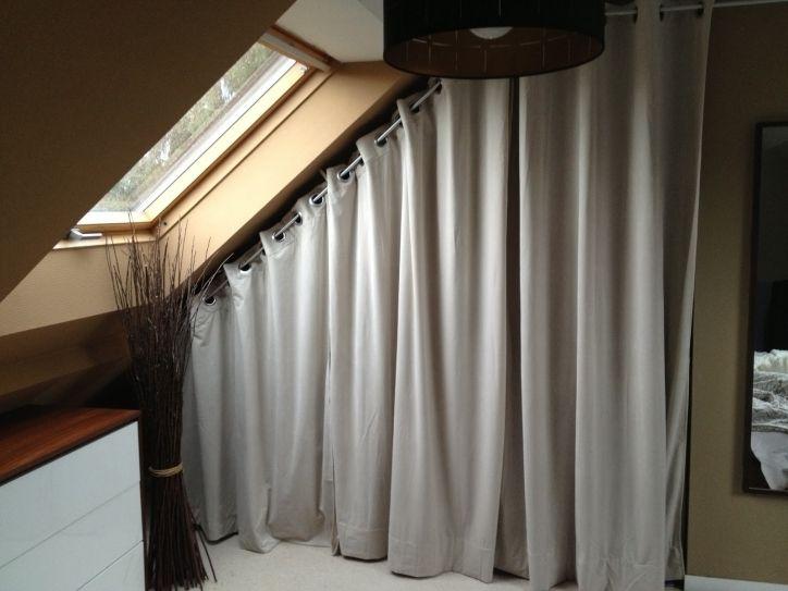 dressing en sous pente avec rideaux