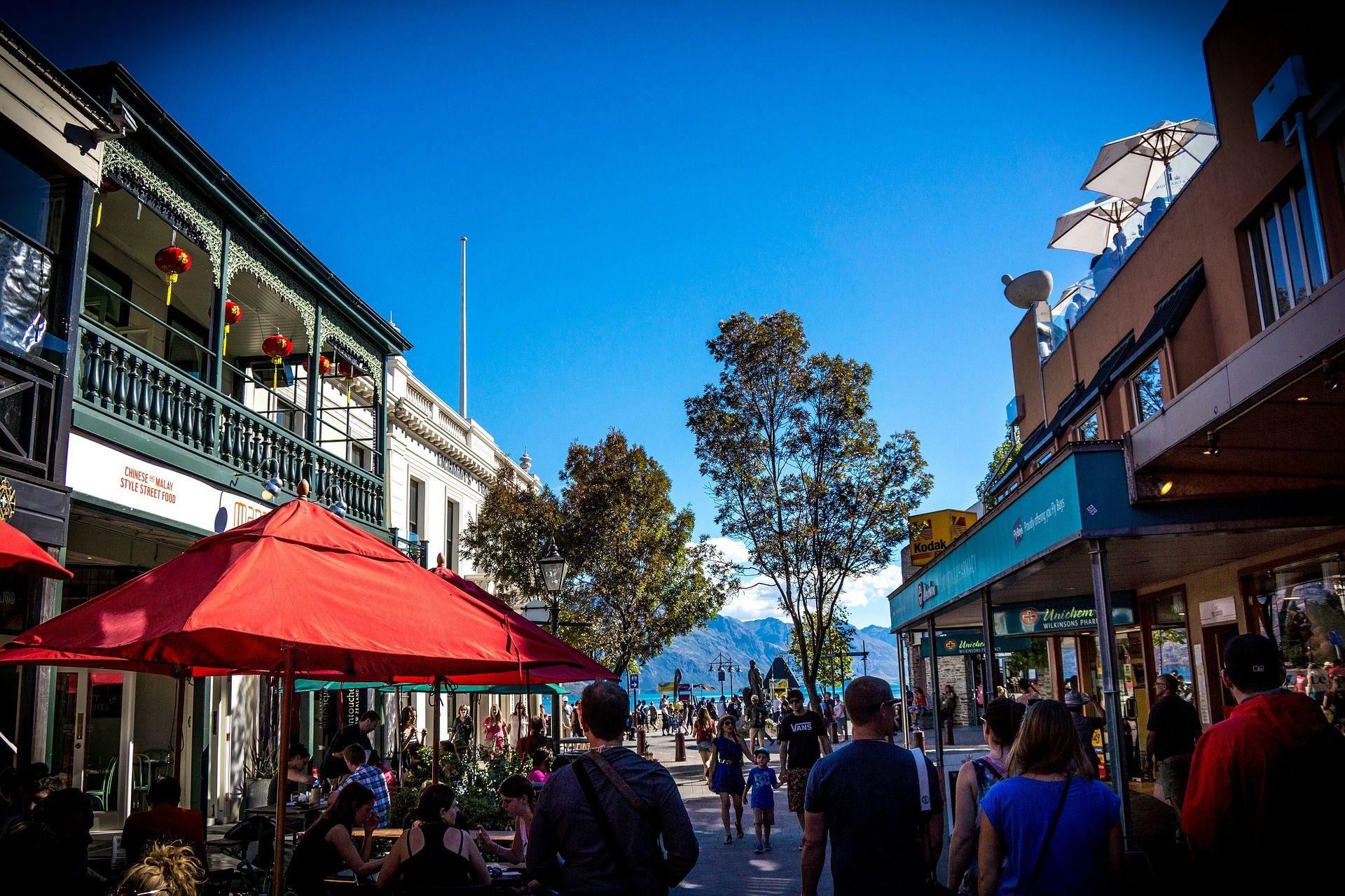 Shopping in Queenstown, New Zealand. Visit www.aatraveller
