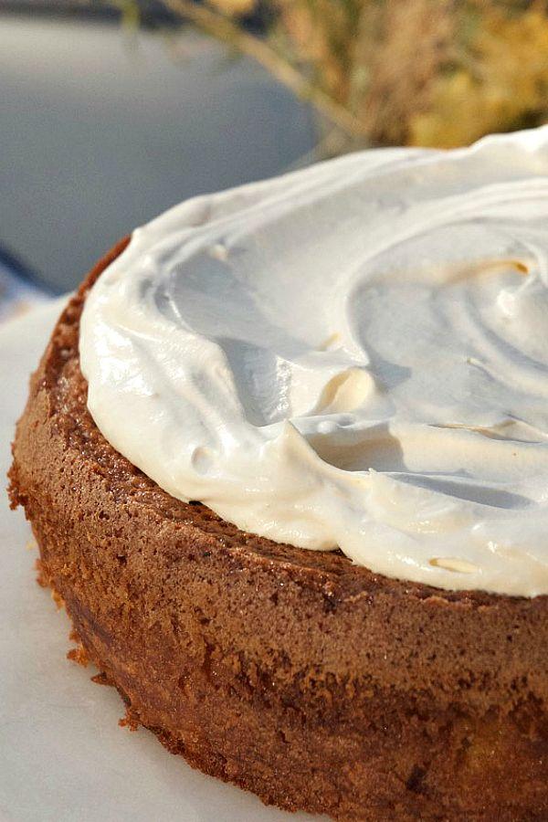 Cinnamon Apple Cream Cake from @sandycoughlin