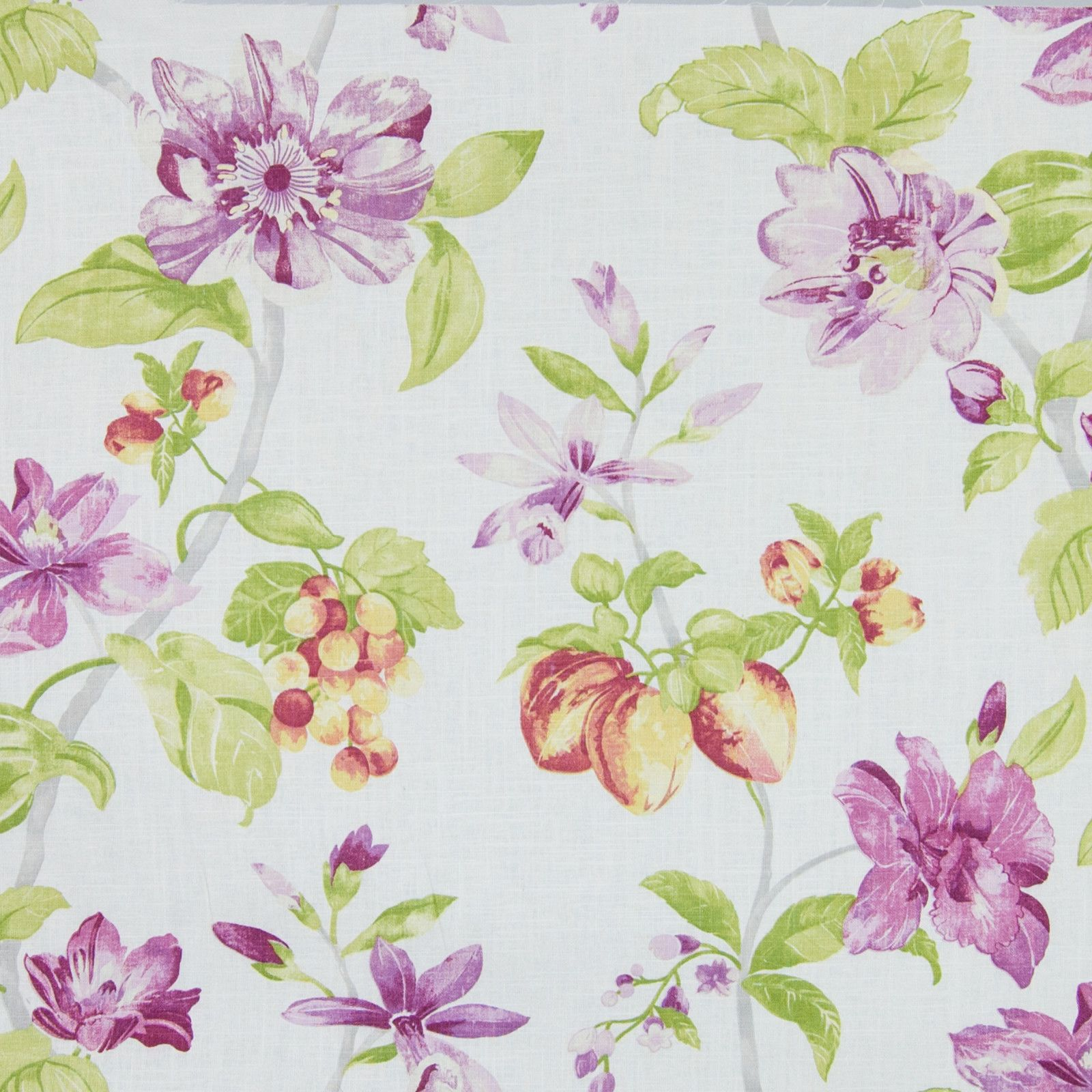 Cream Trailing Floral Aubergine Debbie Beaves Quilt Fabric by the 1//2 yd