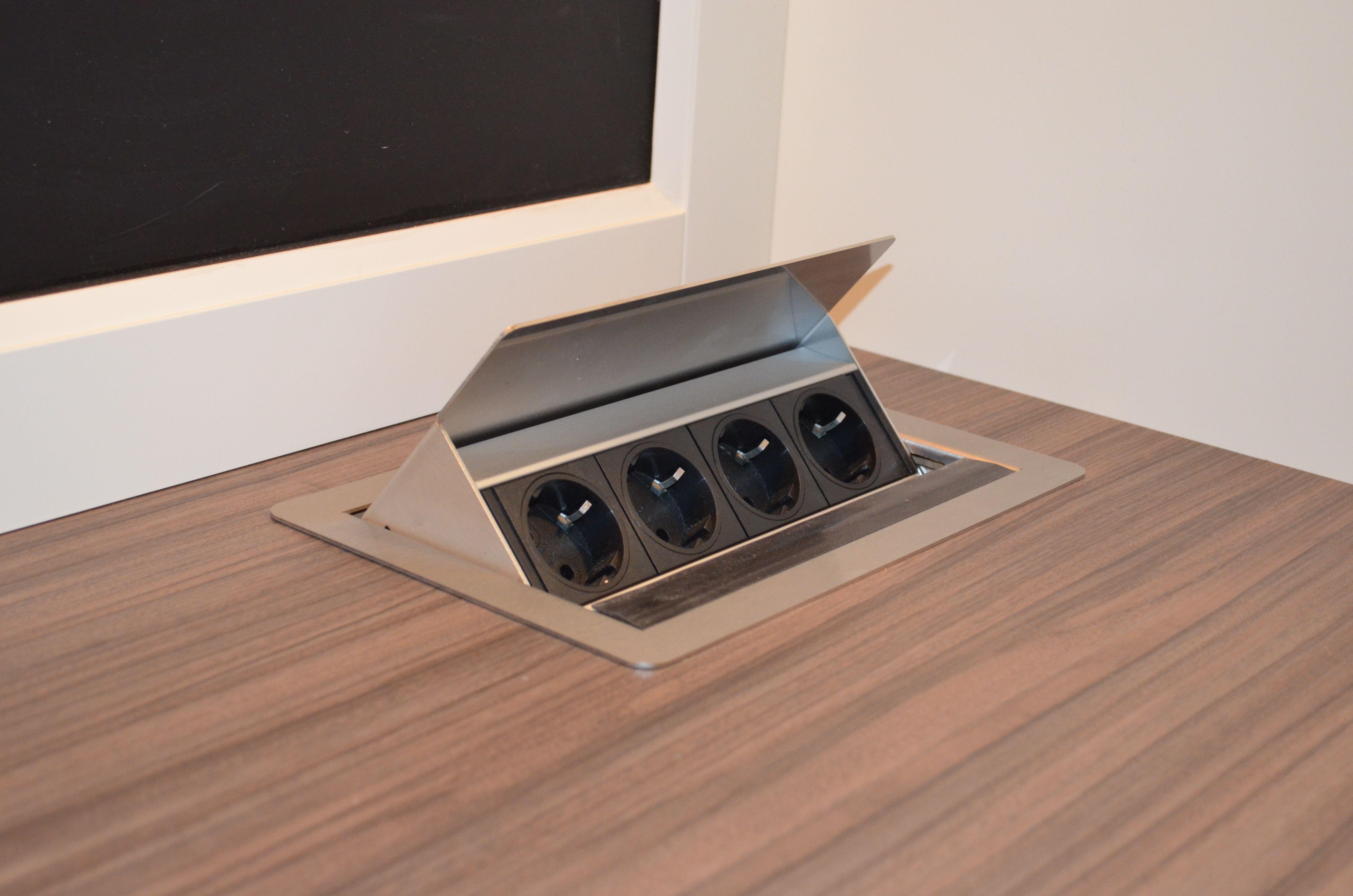 Arbeitsplatte Mit Versenkbaren Steckdosen Steckdosen Kuche Versenkbare Steckdose Badezimmer Aufbewahrung