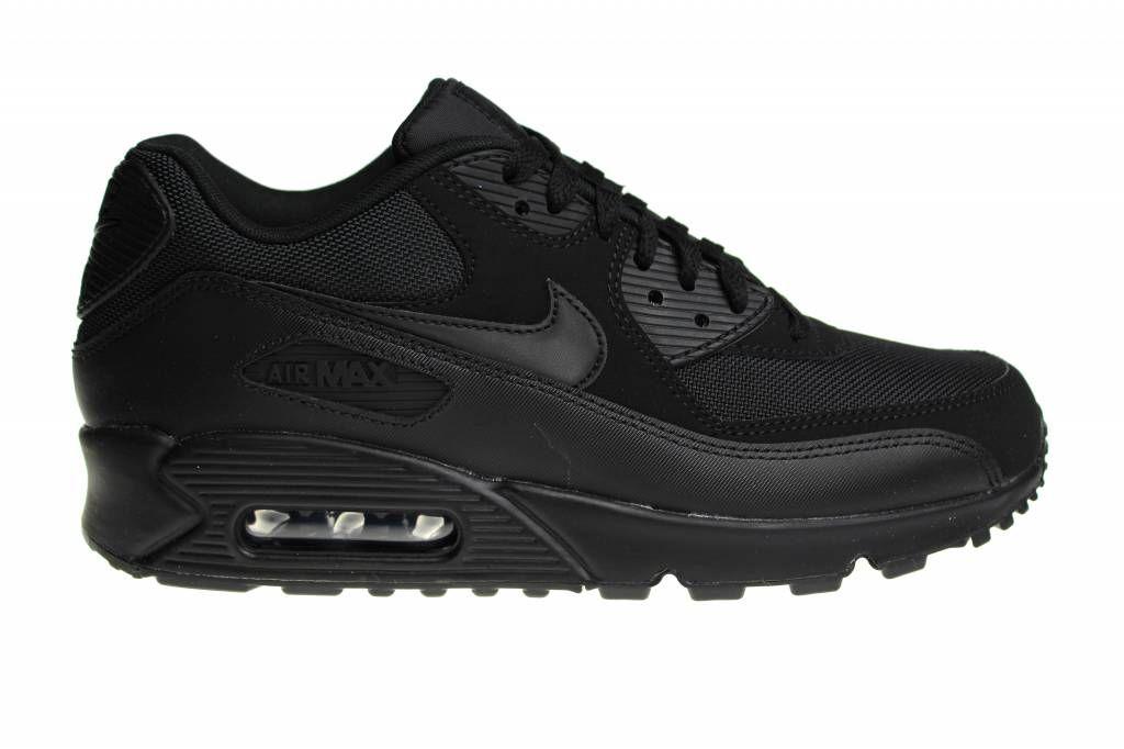 best cheap e6652 5c43f We hebben weer een Nike Air Max 90 in het helemaal zwart, voor heren,  binnen. Volgens vele liefhebbers is het comfort van de Essential varianten  het beste.
