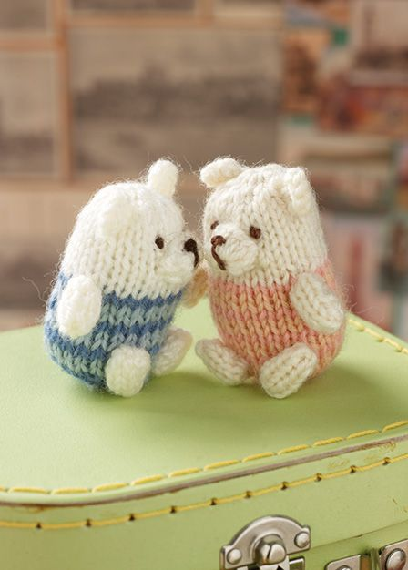 Knit this cute little teddy bear that would be great to ...