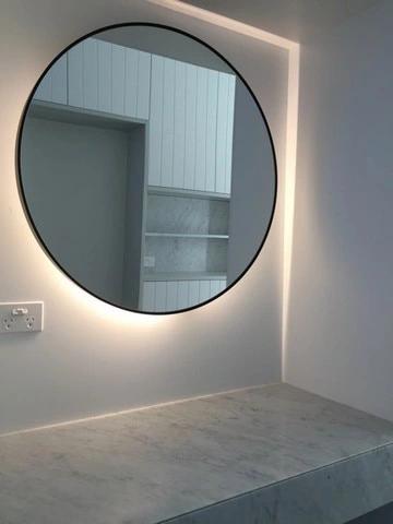 Lustro Okragle Kolo Swiatlo Led W Ramie 70 Cm Round Mirror Bathroom Bathroom Mirror Lights Circular Mirror