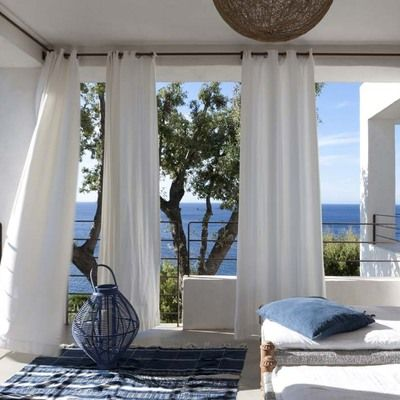 porche en casa de verano cortinas
