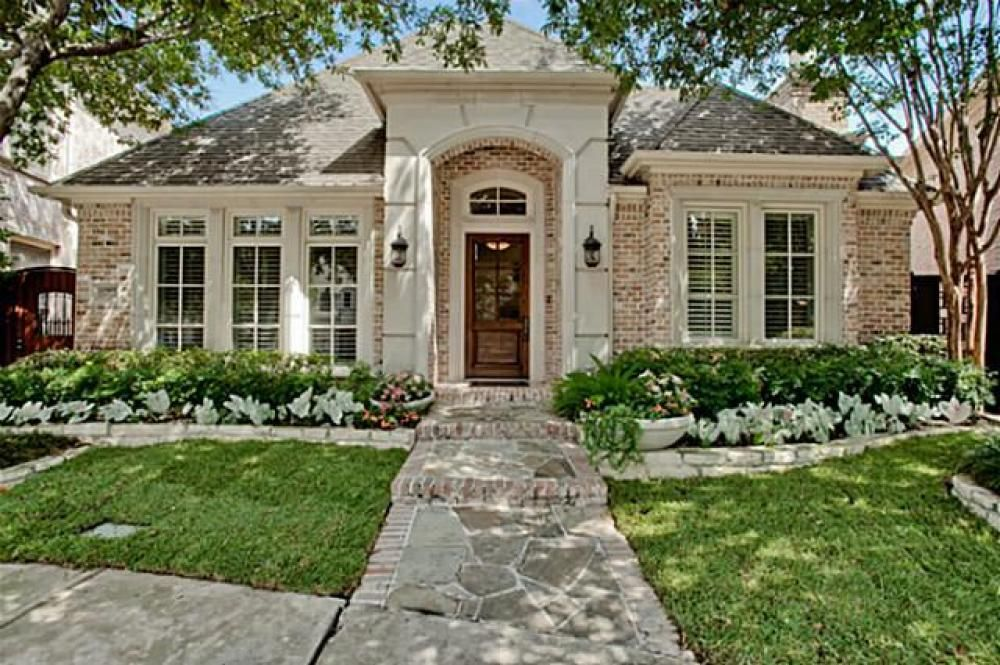 One Story French Country Homes Google Search Brick Exterior House French Country House French Country Exterior