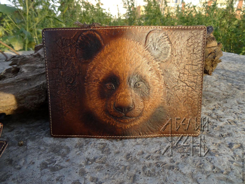Купить или заказать Кожаная обложка на паспорт 'Панда' в интернет-магазине на Ярмарке Мастеров. Обложка на паспорт из натуральной кожи. На обложке барельеф изображающий панду. Панда считается известным символом дружбы. Подходит для всех видов…