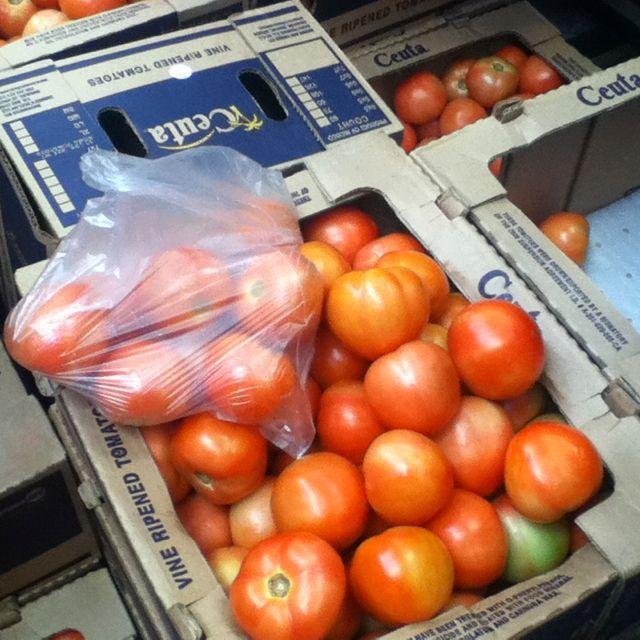 El tomate está a muy buen precio para prepararlo en conservad.