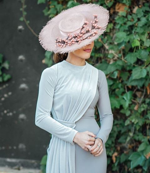 25 vestidos de REBAJAS tan ideales como éste os esperan hoy en el blog para lucir divinas sin dejarse el bolsillo en el intento {link en bio}  #invitada #invitadaperfecta #boda #style #pamela #hat #wedding #look #weddingphotography @kiwo_estudio