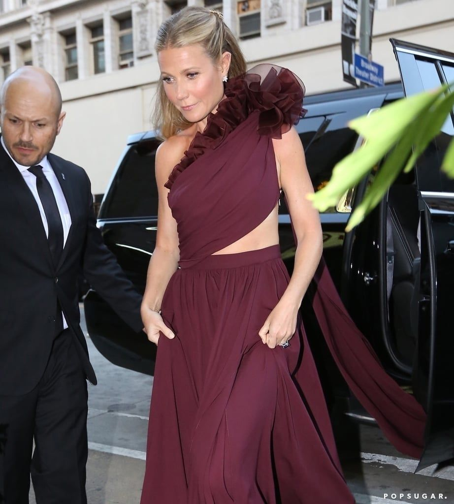 9a5e8bb38f2 Gwyneth Paltrow s Wedding Dress Is Even Prettier From Behind — and ...