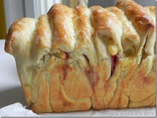 Cheesy Pull-Apart Bread via @cakeduchess